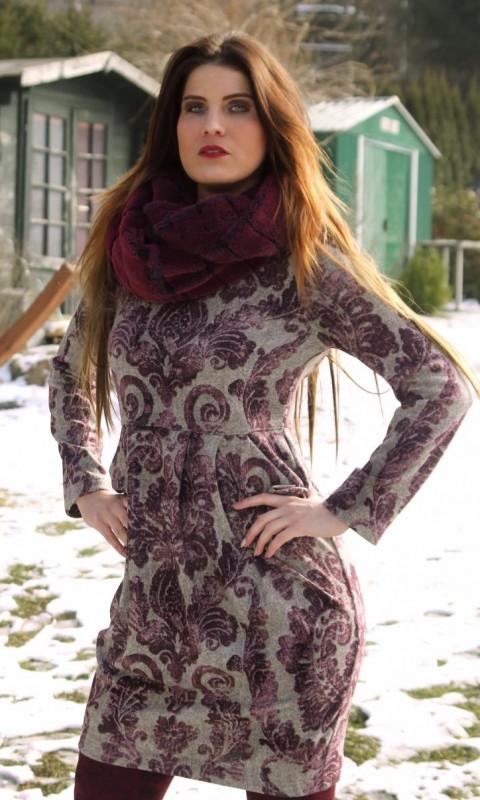 Kleid aus Feinstrickjersey ,Schal